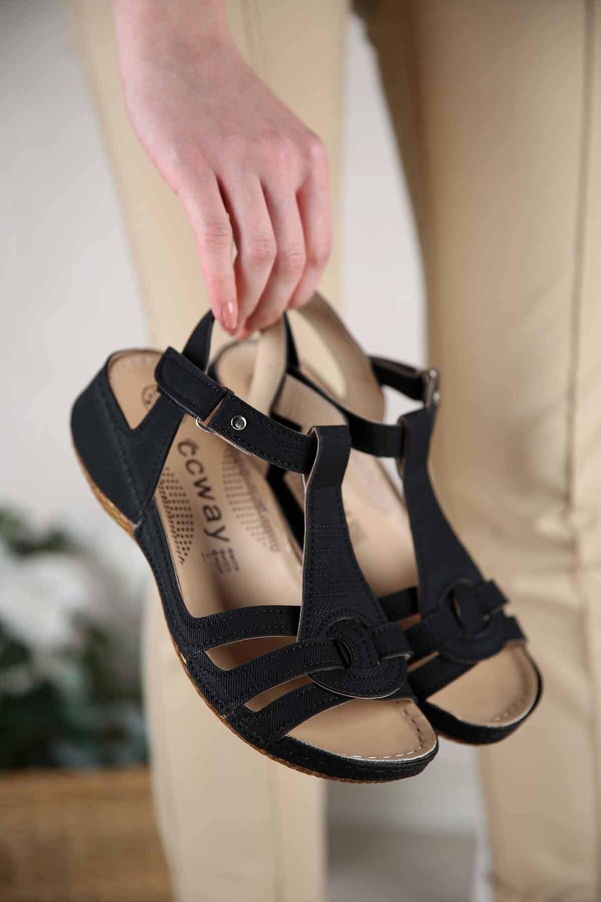 Kadın Siyah Kot Cırtlı Sandalet