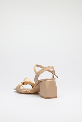 ALTINAYAK Kadın Ten Burgi Bant Detay Kare Kalıp Sandalet 3
