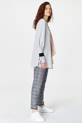 Mizalle Kadın Gri Önü Bağcıklı Tasarım Bluz 19YGMZL1012003 3