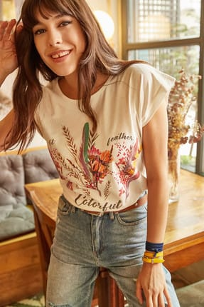 Olalook Kadın Ekru Tüylü Baskılı T-shirt TSH-19000125 1