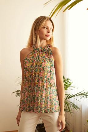 TRENDYOLMİLLA Çok Renkli Çiçek Detaylı Bluz TWOSS20BZ0692 1