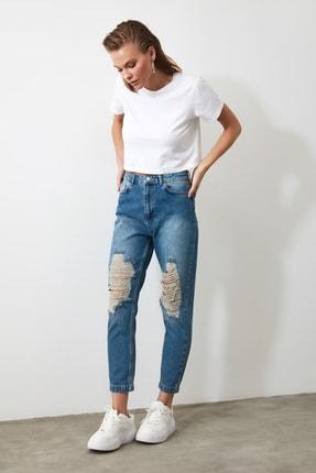 TRENDYOLMİLLA Mavi Yırtık Detaylı Yüksek Bel Mom Jeans TWOAW21JE0009 2
