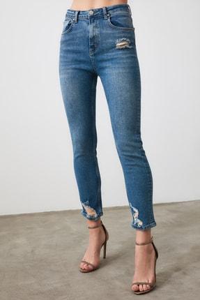 TRENDYOLMİLLA Mavi Paça Detaylı Yüksek Bel Slim Fit Jeans TWOAW21JE0067 1