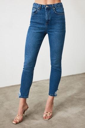 TRENDYOLMİLLA Mavi Paça Detaylı Yüksek Bel Slim Fit Jeans TWOAW21JE0221 4
