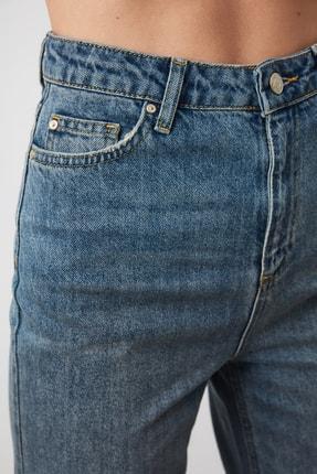 TRENDYOLMİLLA Mavi Yüksek Bel Mom Jeans TWOAW21JE0223 3