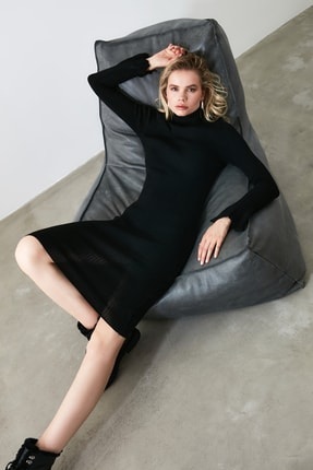 TRENDYOLMİLLA Siyah Kol Ucu Volanlı Triko Elbise TWOAW20YN0005 1