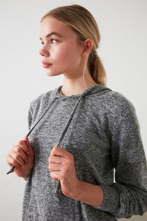 TRENDYOLMİLLA Siyah Kapüşonlu Basic Spor Sweatshirt TWOAW21SW0099 1