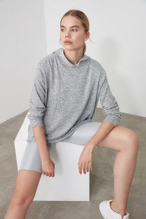 TRENDYOLMİLLA Gri Sırt Detaylı Spor Sweatshirt TWOAW20SW0334 2