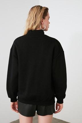 TRENDYOLMİLLA Siyah Nakışlı Basic Örme Sweatshirt TWOAW21SW0019 4