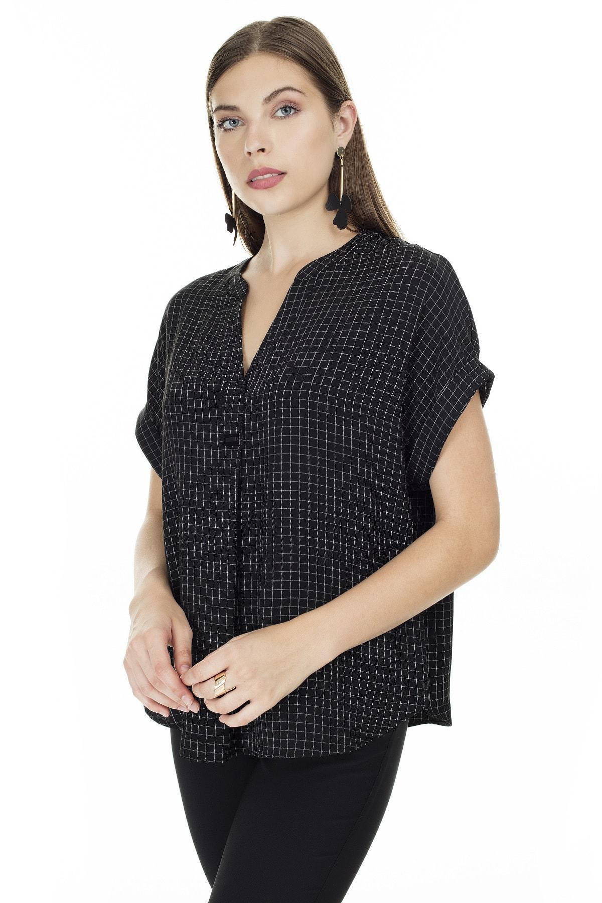 Ayhan Siyah-Ekru Kareli V Yaka Bluz Kadın Bluz 04681405 0