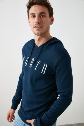 TRENDYOL MAN Lacivert Erkek Regular Fit Uzun Kollu Kapüşonlu Baskılı T-Shirt TMNAW20SW0441 2