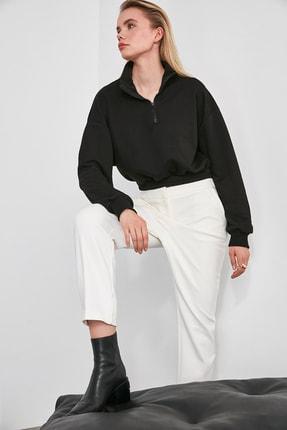 TRENDYOLMİLLA Siyah Sırtı Dokulu Crop Örme Sweatshirt TWOAW20SW0074 2