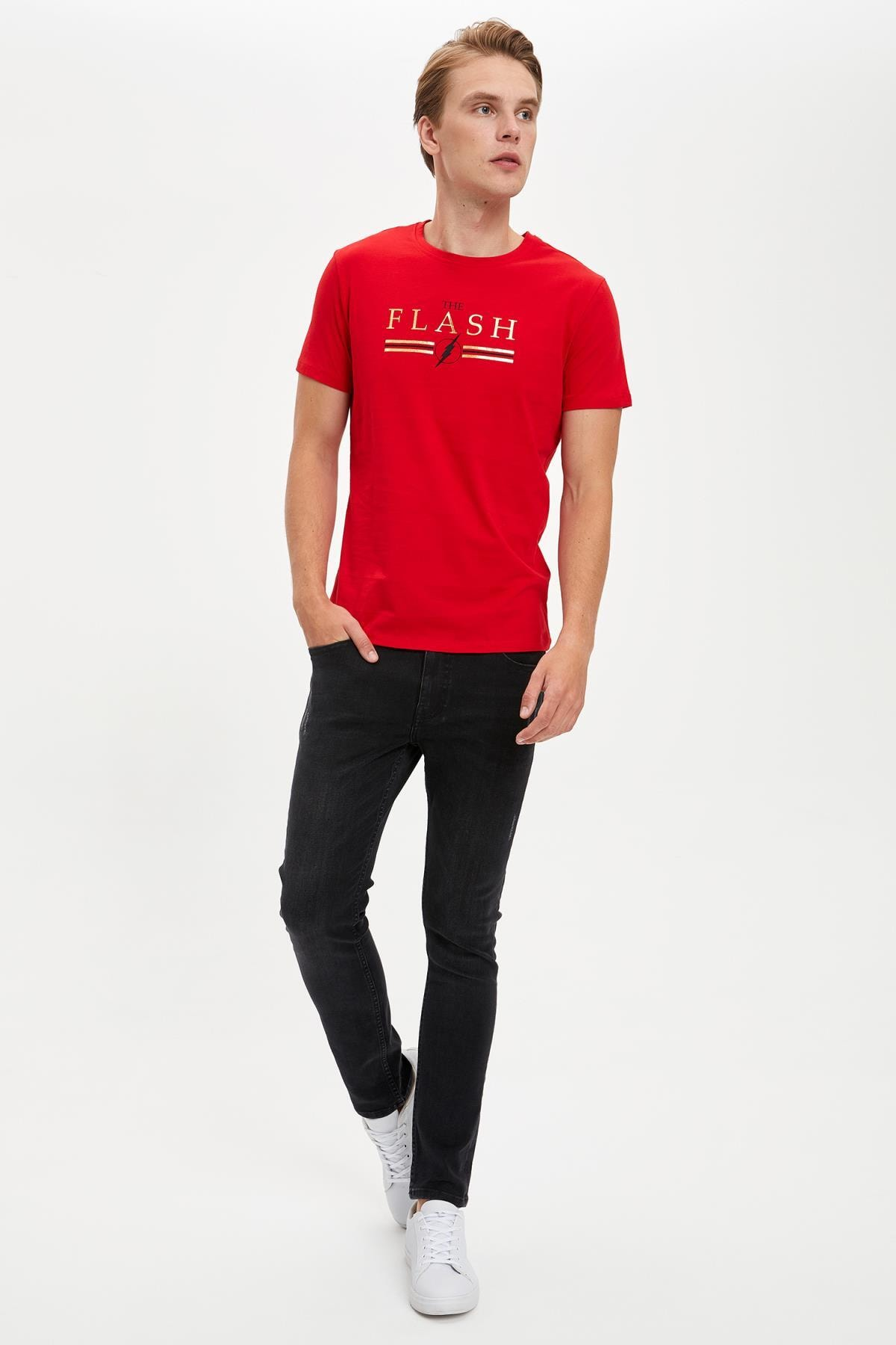 Defacto Erkek Kırmızı Warner Bros Flash Lisanslı Slim Fit Bisiklet Yaka Tişört 1