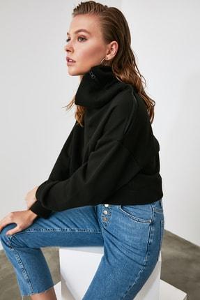TRENDYOLMİLLA Siyah Fermuarlı Dik Yaka Crop Örme Sweatshirt TWOAW21SW0121 2