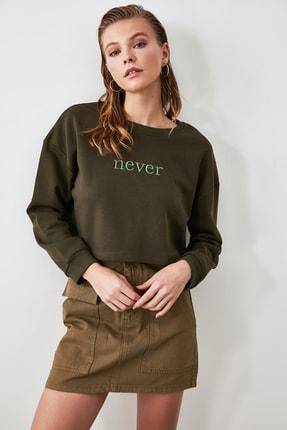 TRENDYOLMİLLA Haki Nakışlı Crop Örme Sweatshirt TWOAW20SW0145 4