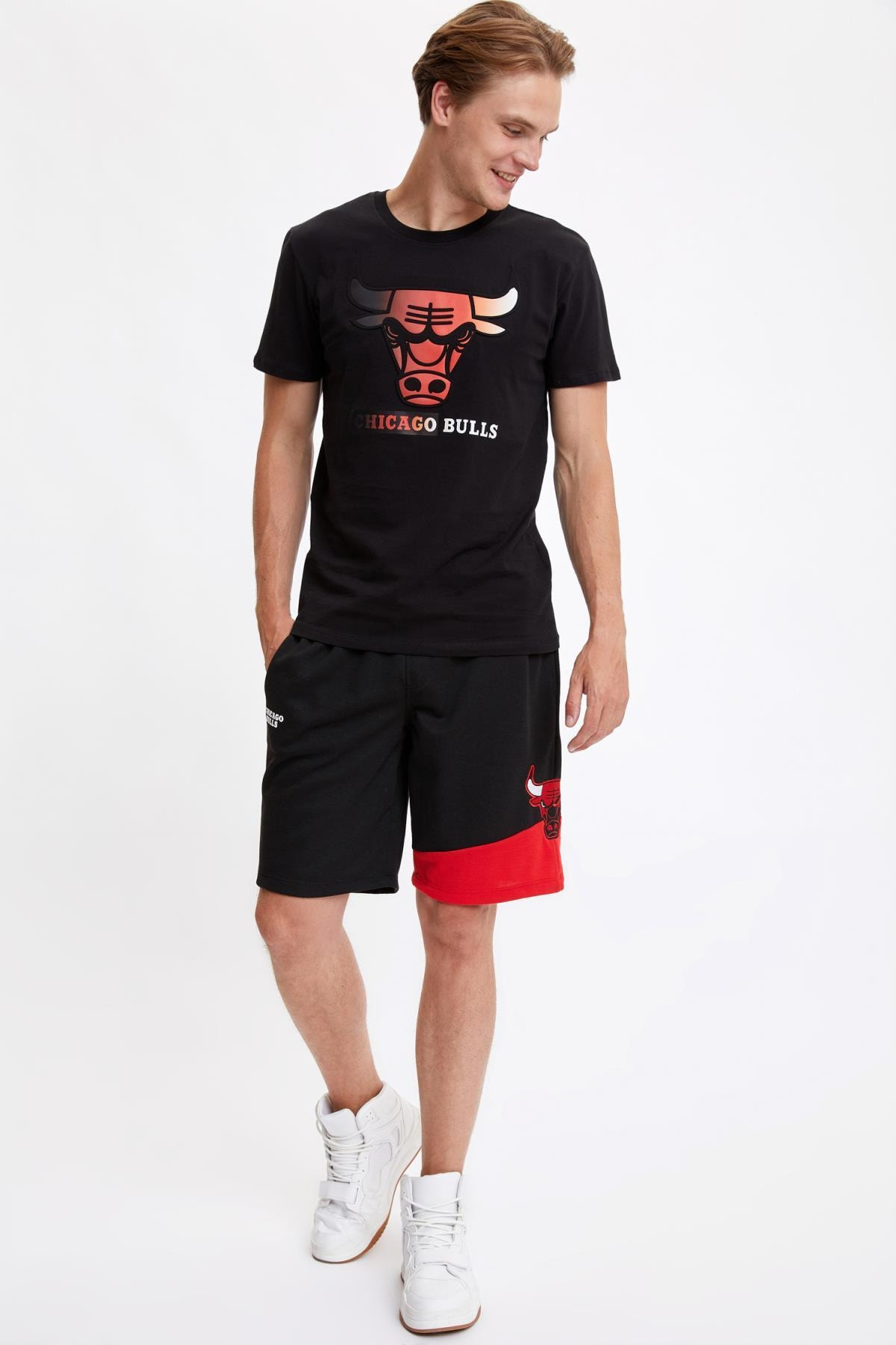 Defacto Erkek Black Red Nba Lisanslı Regular Fit Pamuklu Tişört S5156AZ20HS 1