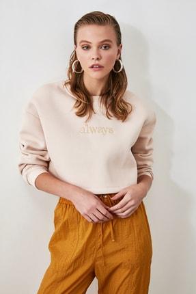 TRENDYOLMİLLA Bej Nakışlı ve Şardonlu Crop Örme Sweatshirt TWOAW20SW0145 0