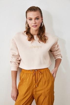 TRENDYOLMİLLA Bej Nakışlı ve Şardonlu Crop Örme Sweatshirt TWOAW20SW0145 2