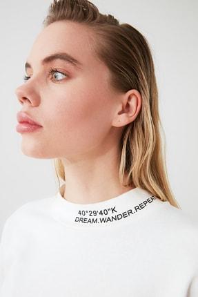 TRENDYOLMİLLA Ekru Dik Yaka Crop Örme Sweatshirt TWOSS20SW0123 2