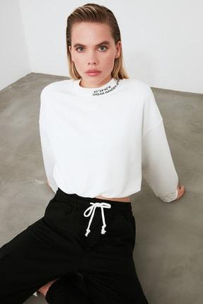 TRENDYOLMİLLA Ekru Dik Yaka Crop Örme Sweatshirt TWOSS20SW0123 3