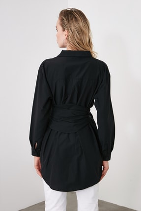 TRENDYOLMİLLA Siyah Toka Detaylı Gömlek TWOAW20GO0099 4
