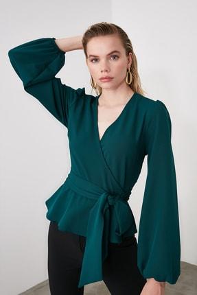 TRENDYOLMİLLA Zümrüt Yeşili Kruvaze Yaka Bluz TWOAW20BZ1089 2