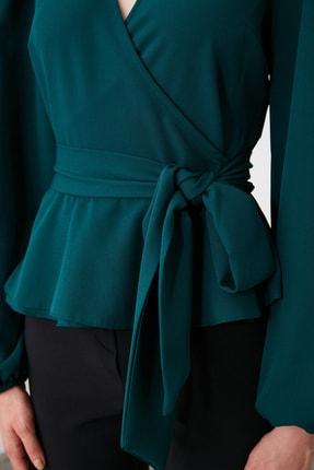 TRENDYOLMİLLA Zümrüt Yeşili Kruvaze Yaka Bluz TWOAW20BZ1089 3