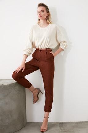 TRENDYOLMİLLA Kahverengi Pili Detaylı Havuç Pantolon TWOAW20PL0541 1