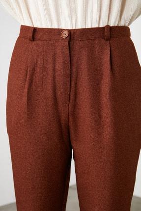 TRENDYOLMİLLA Kahverengi Pili Detaylı Havuç Pantolon TWOAW20PL0541 3