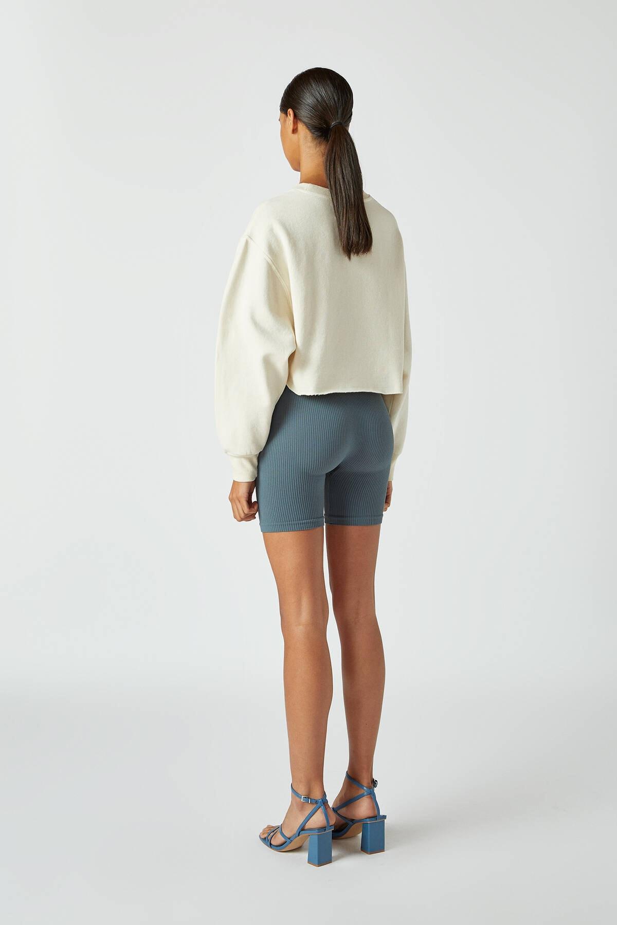 Pull & Bear Kadın Buz Rengi Rahat Crop Fit Sweatshirt 09594315 2
