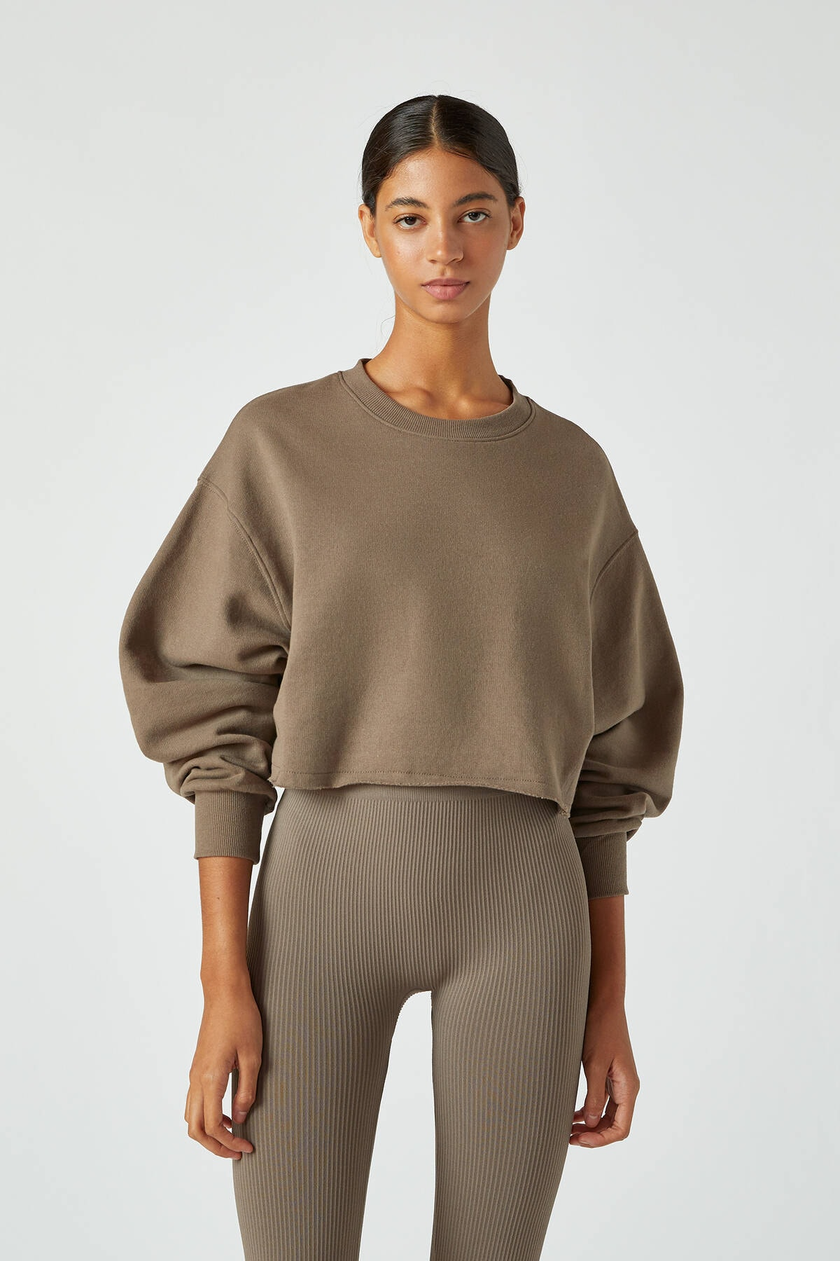 Pull & Bear Kadın Boz Gri Rahat Crop Fit Sweatshirt 09594315 0