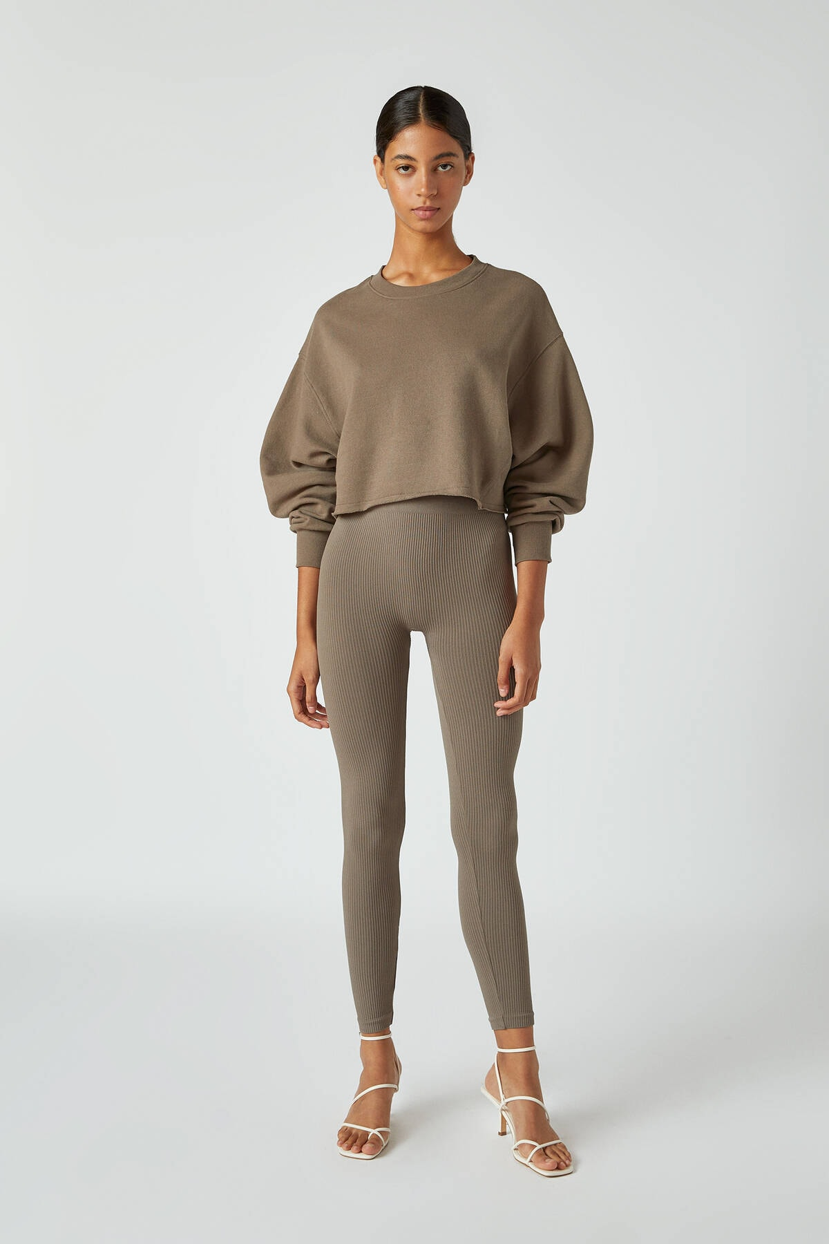 Pull & Bear Kadın Boz Gri Rahat Crop Fit Sweatshirt 09594315 1