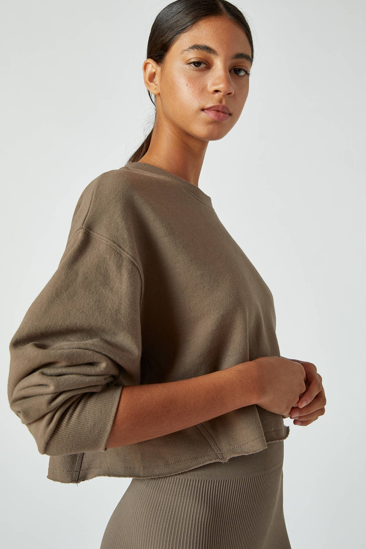 Pull & Bear Kadın Boz Gri Rahat Crop Fit Sweatshirt 09594315 3