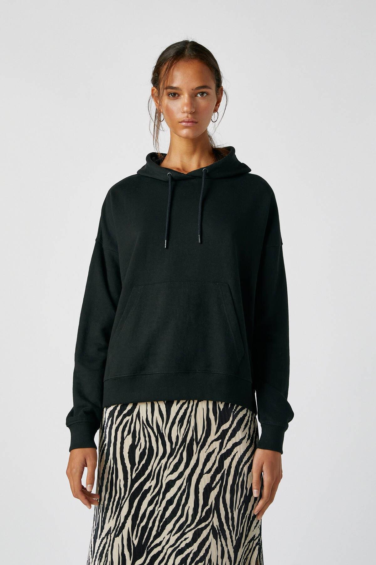 Pull & Bear Kadın Siyah Kanguru Cepli Kapüşonlu Sweatshirt 09594360 0