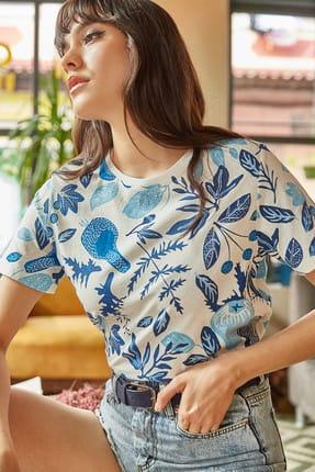 Olalook Kadın Ekru Mavi Çiçek Baskılı T-shirt TSH-19000161 1