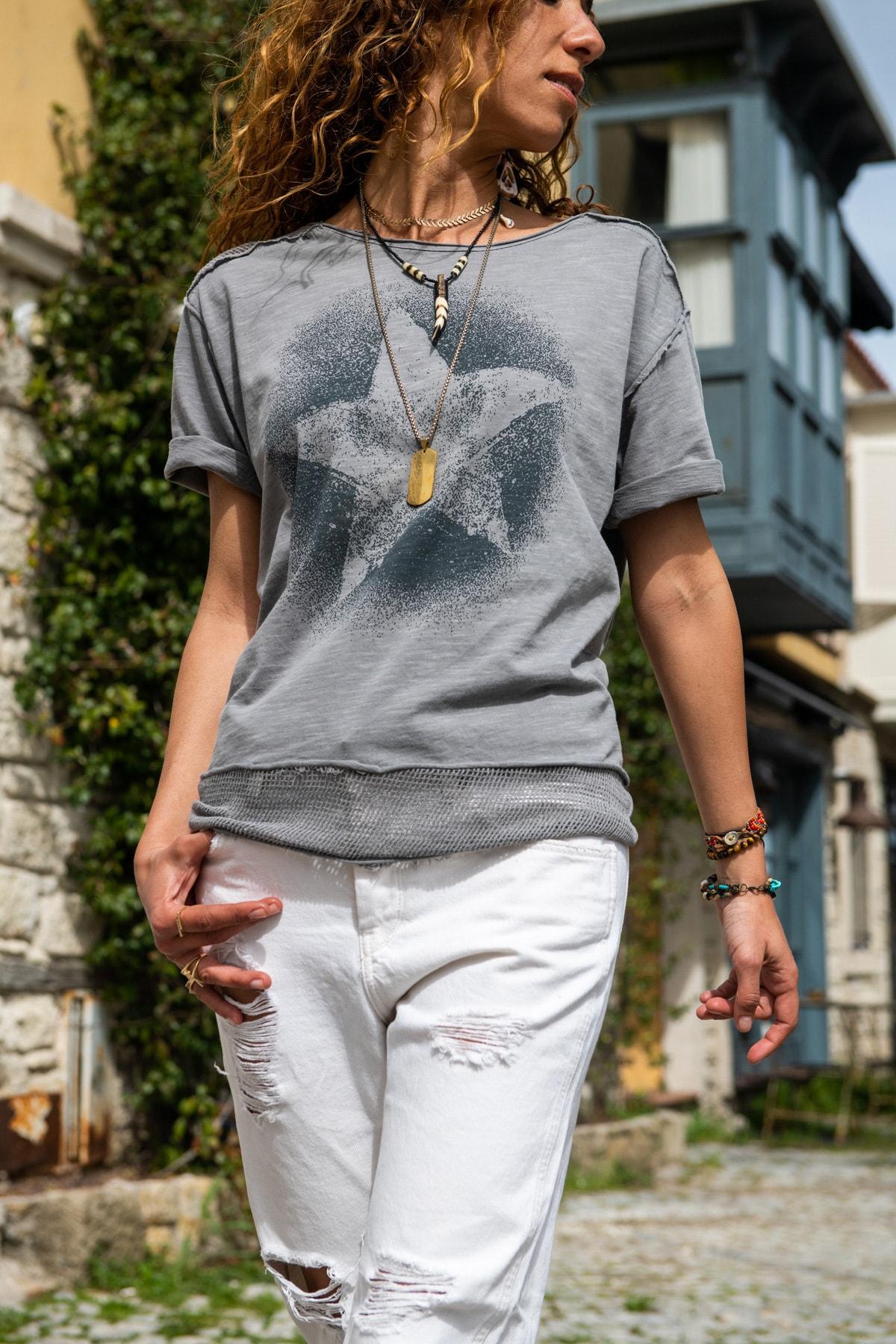 Güneşkızı Kadın Gri Yıkamalı Fileli Yıldız Baskılı Salaş T-Shirt GK-RSD2031 1