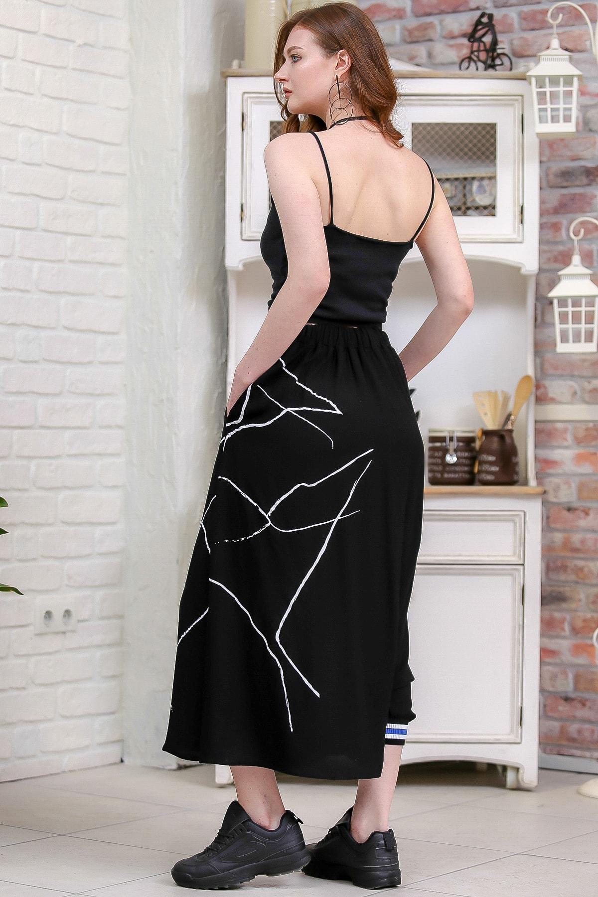 Chiccy Kadın Siyah Tek Paçası Lastik Detaylı Diğeri Açık Çizgisel Baskılı Şalvar Pantolon  M10060000PN99192 4