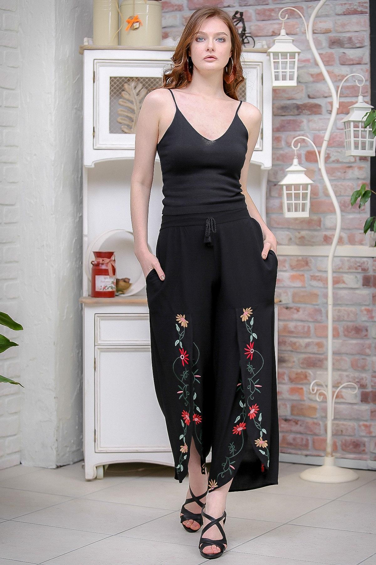 Chiccy Kadın Siyah Vintage Dev Yırtmaçlı Çiçek Nakış Detaylı Pantolon M10060000PN99179 3
