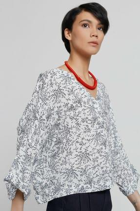 Yargıcı Kadın Beyaz Siyah Çiçek Desenli V Yaka Kırma Detaylı Bluz 9KKGM6105A 0