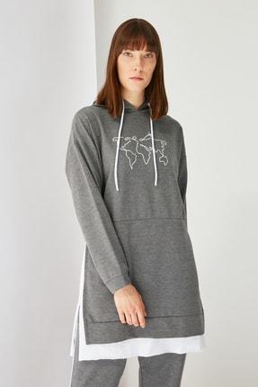 Trendyol Modest Antrasit Baskılı Kapüşonlu Örme Sweatshirt TCTSS21SW0400 3
