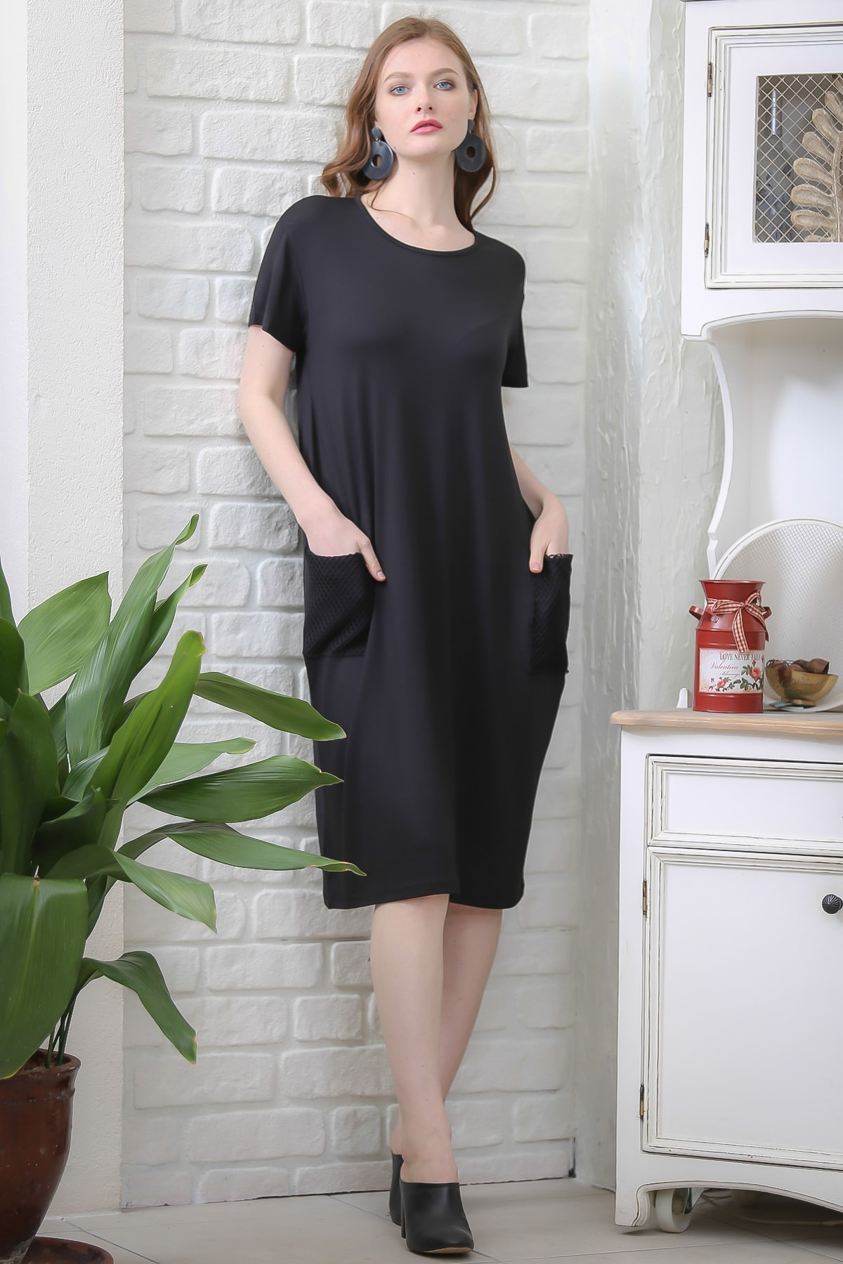 Chiccy Kadın Siyah Retro File Cep Detaylı Kısa Kollu Salaş Elbise M10160000EL97336 1