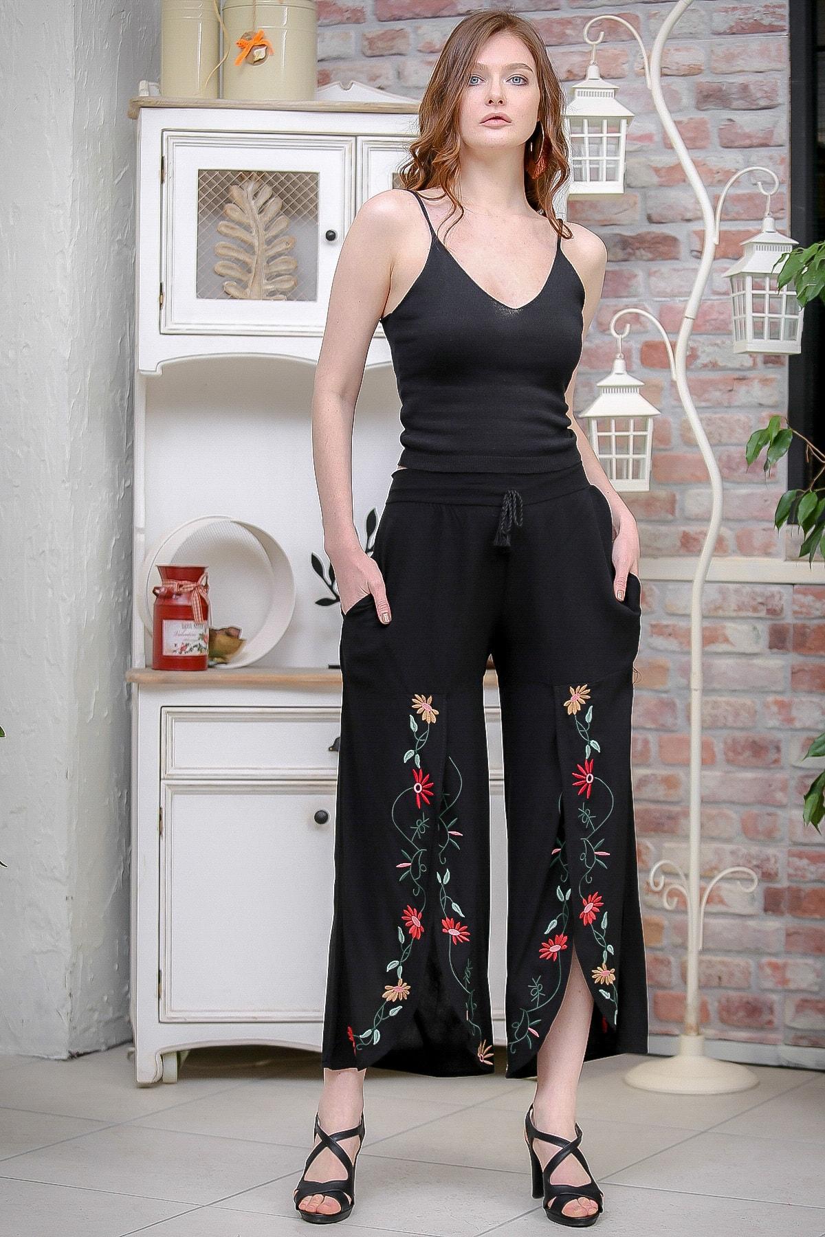 Chiccy Kadın Siyah Vintage Dev Yırtmaçlı Çiçek Nakış Detaylı Pantolon M10060000PN99179 1