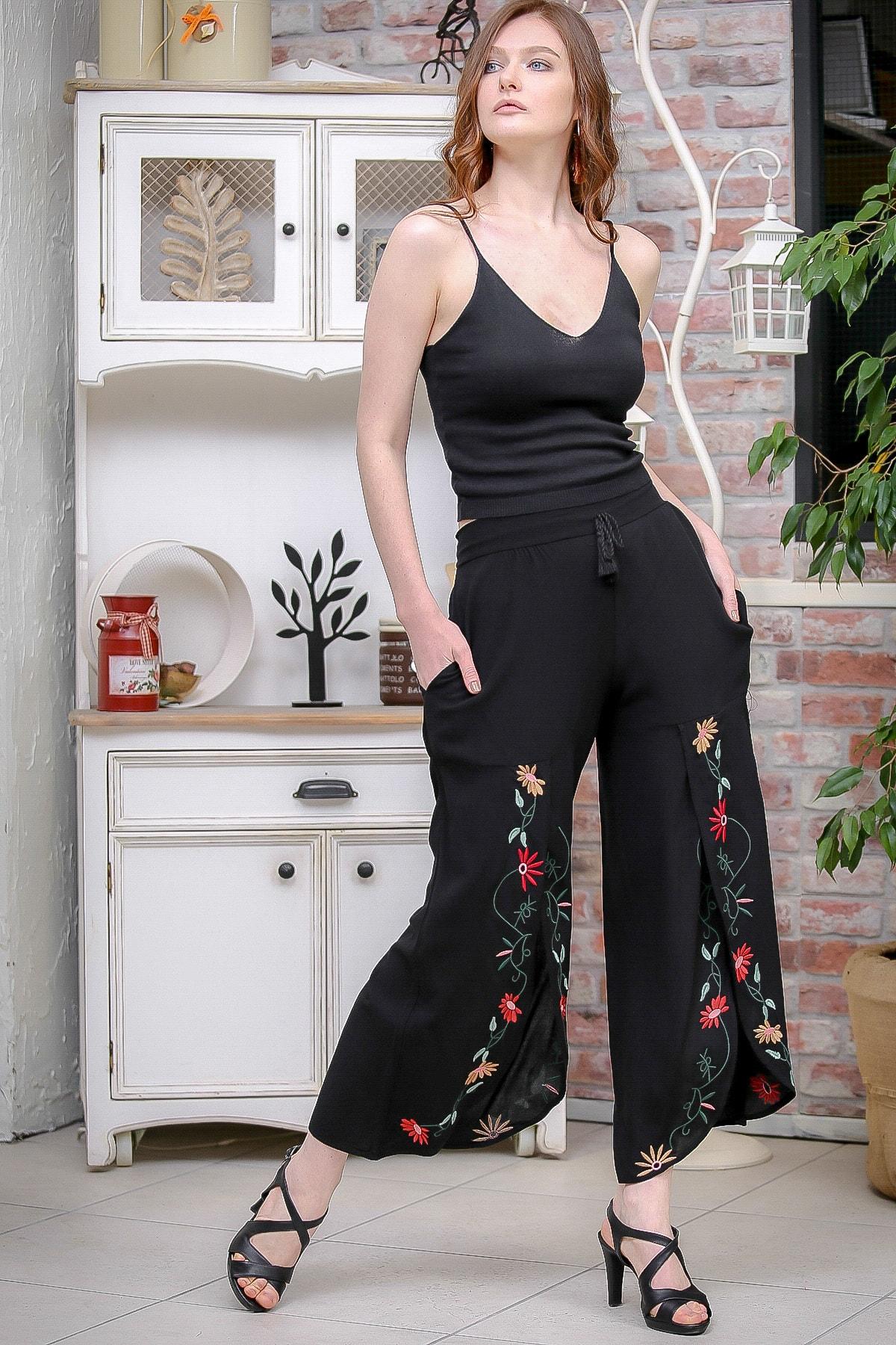 Chiccy Kadın Siyah Vintage Dev Yırtmaçlı Çiçek Nakış Detaylı Pantolon M10060000PN99179 0
