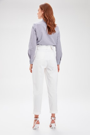 TRENDYOLMİLLA Beyaz Kemerli Pantolon TWOAW20PL0051 3