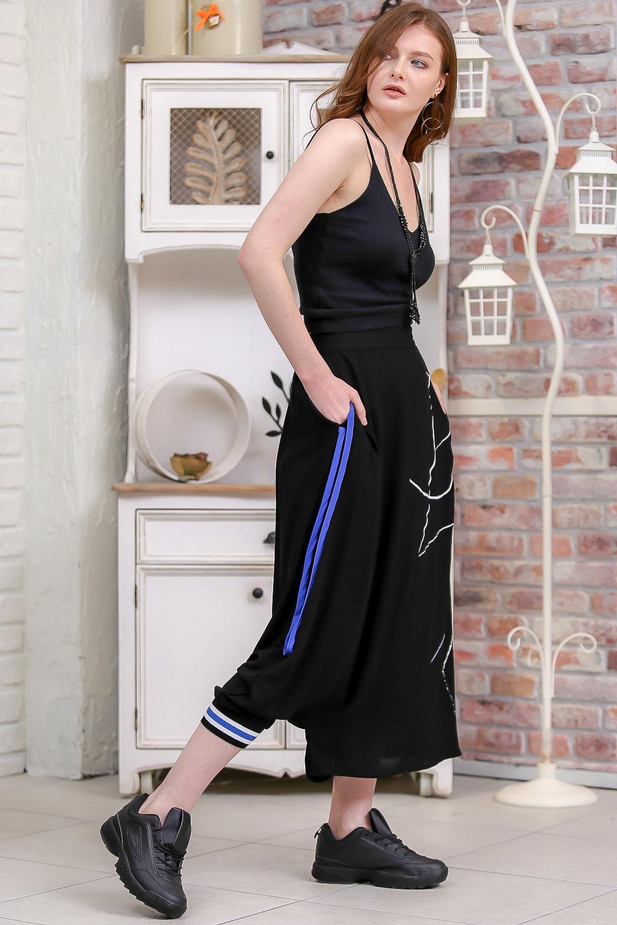Chiccy Kadın Siyah Tek Paçası Lastik Detaylı Diğeri Açık Çizgisel Baskılı Şalvar Pantolon  M10060000PN99192 3