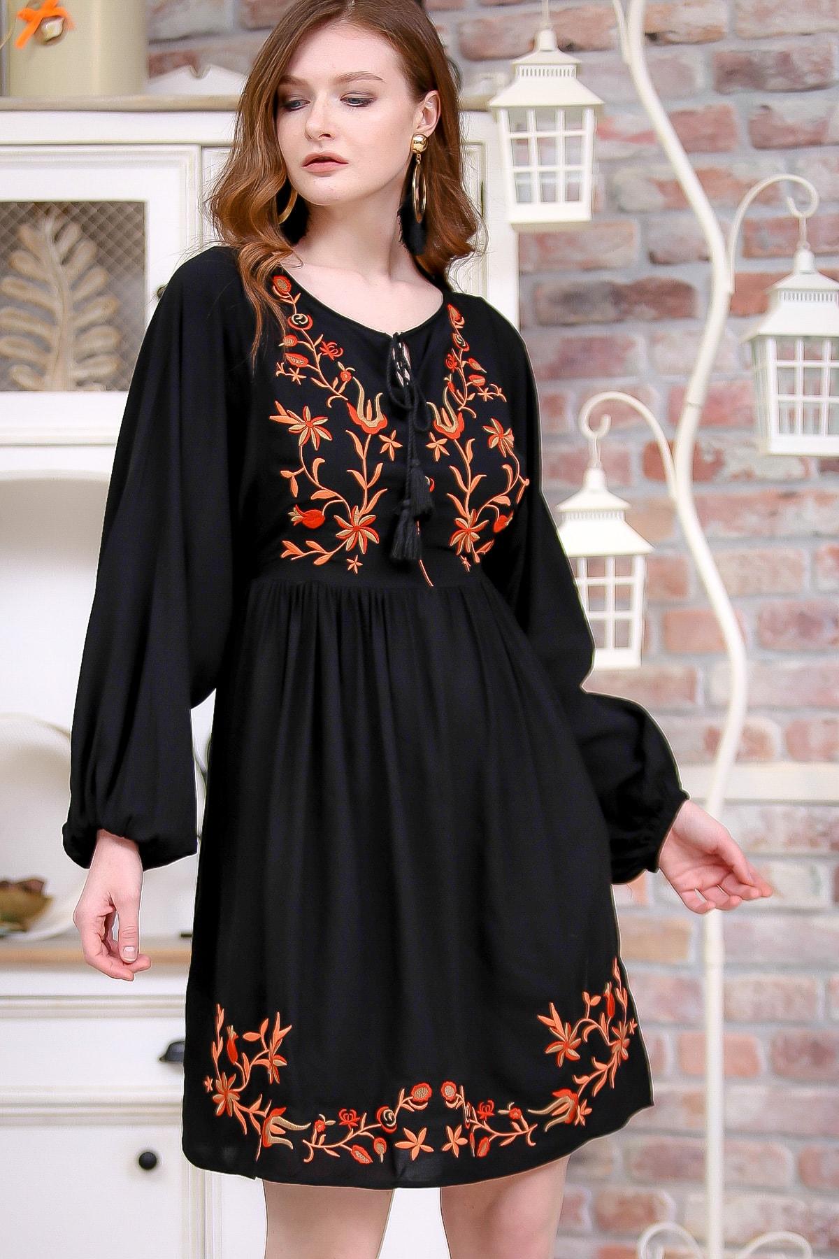 Chiccy Kadın Siyah Retro Çiçek Nakış Detaylı Balon Kol Dokuma Astarlı Elbise  M10160000EL97273 1