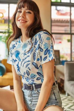 Olalook Kadın Ekru Mavi Çiçek Baskılı T-shirt TSH-19000161 2