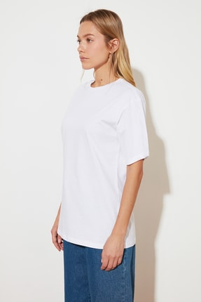 TRENDYOLMİLLA Beyaz %100 Pamuk Bisiklet Yaka Boyfriend Örme T-Shirt TWOSS20TS0134 1