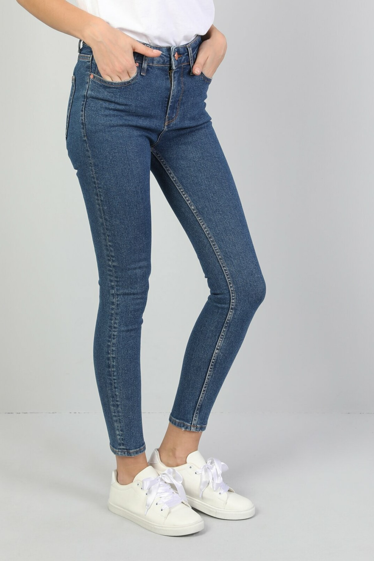 KADIN 759 Lara Orta Bel Dar Paça Super Slim Fit Mavi Kadın Jean Pantolon CL1047044