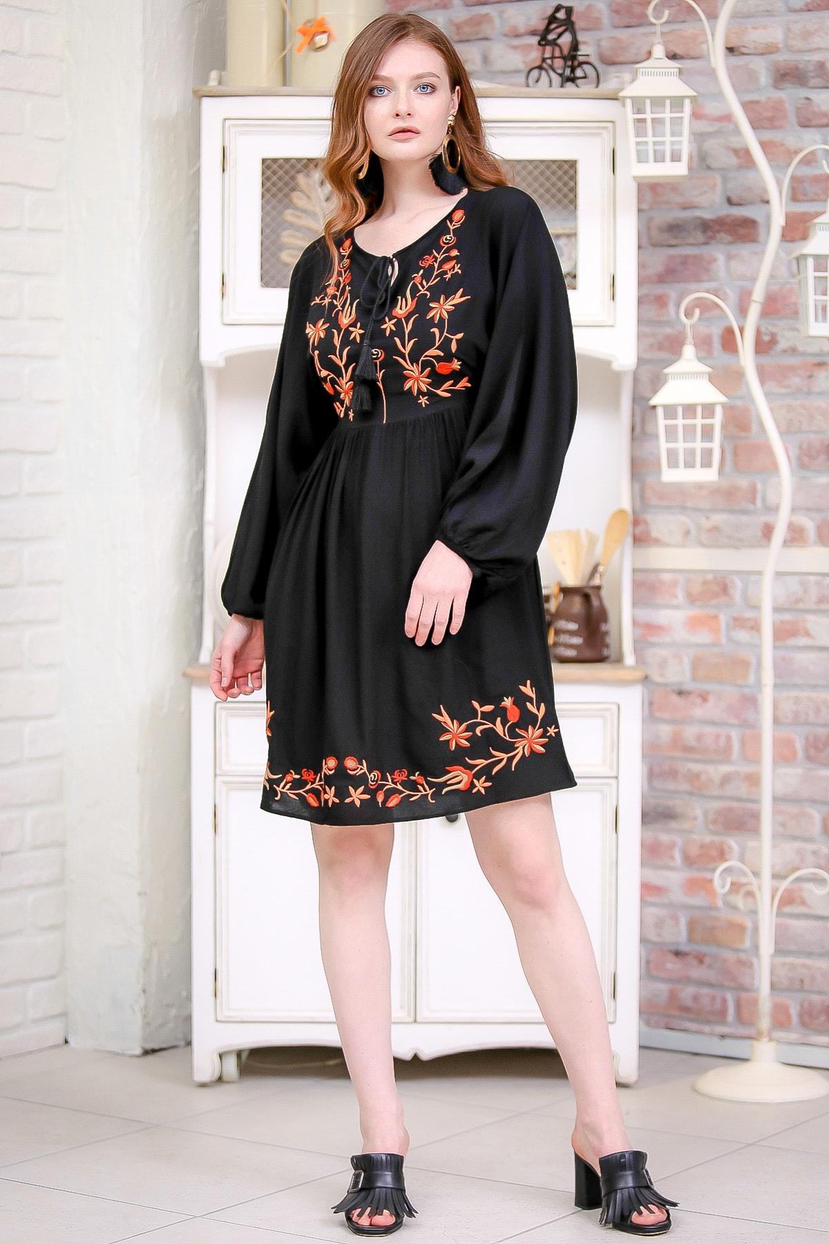 Chiccy Kadın Siyah Retro Çiçek Nakış Detaylı Balon Kol Dokuma Astarlı Elbise  M10160000EL97273 2
